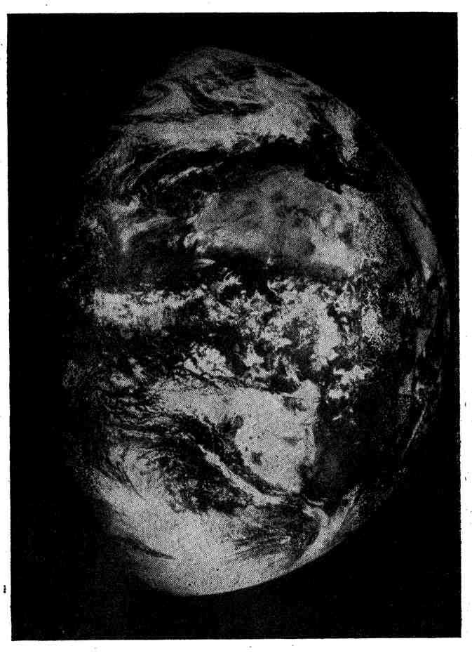 Вид тепловых воздушных течений и облаков из космоса